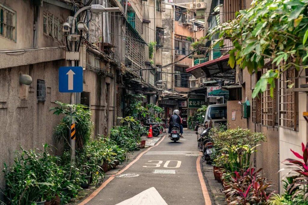 narrow streets taiwan