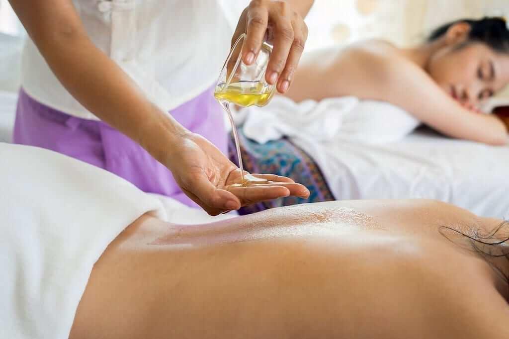 oil massage lady