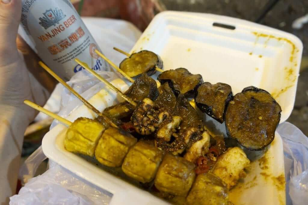 A cheap but satisfying shao kao dinner on the streets of Hong Kong