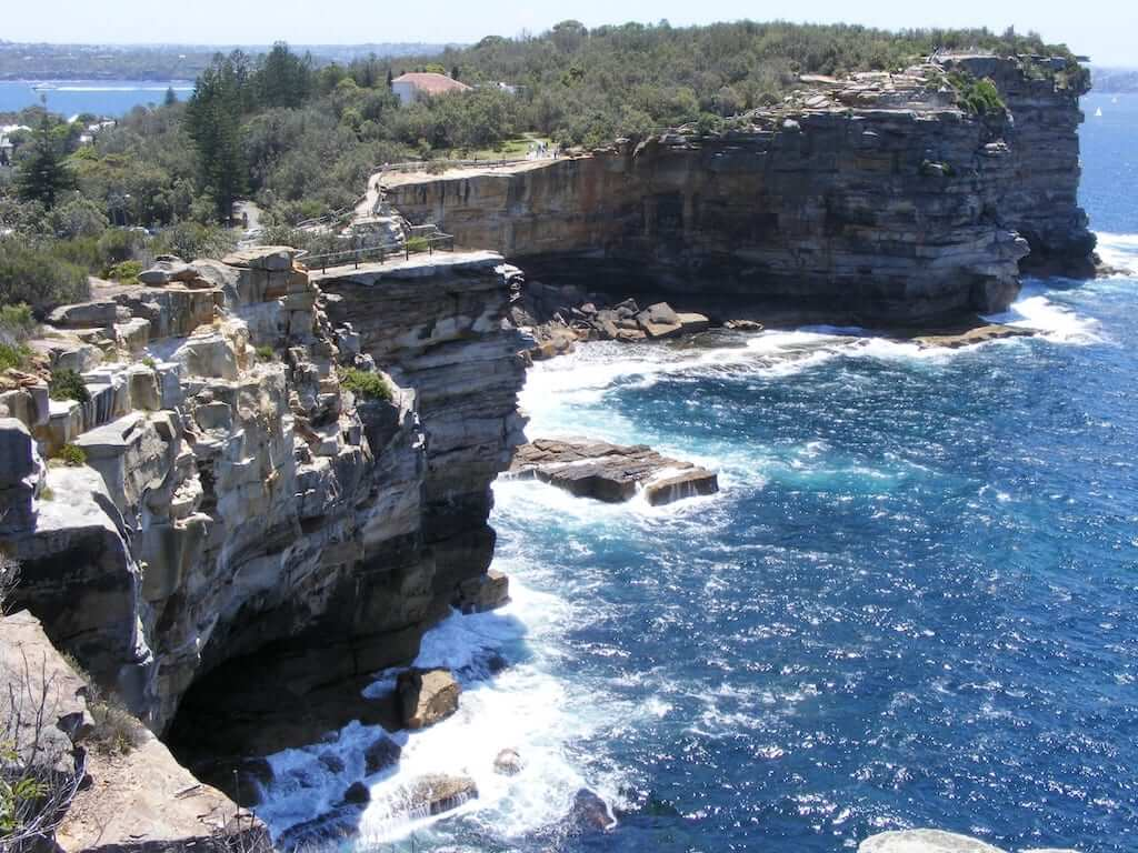 The cliffs and blue seas at Watsons Bay