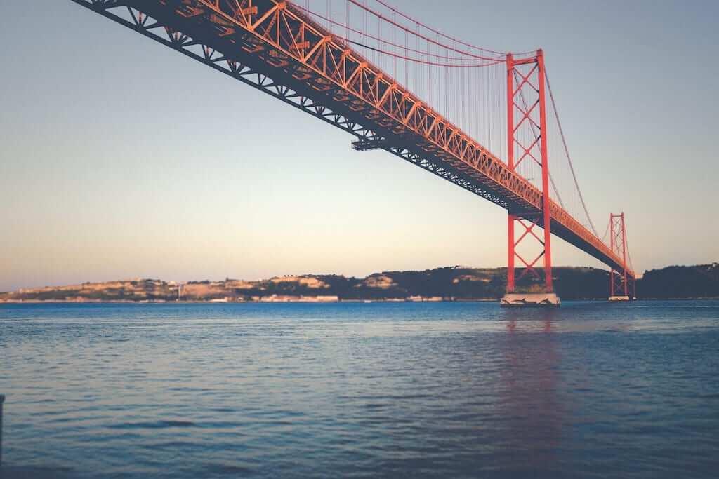 abril bridge lisbon