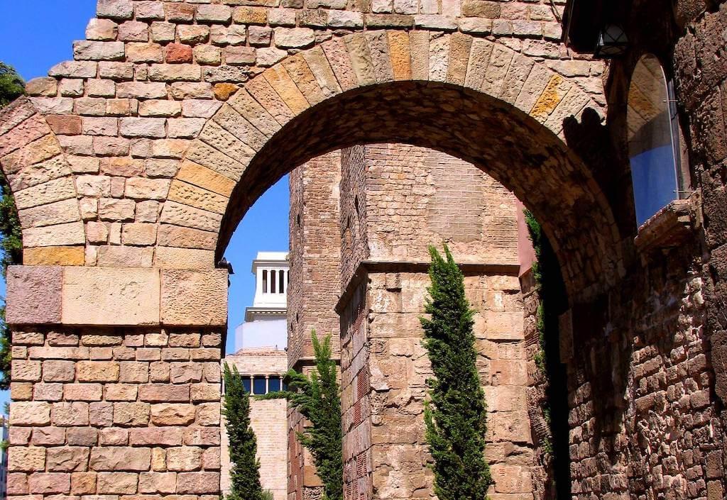 barcelona roman arch
