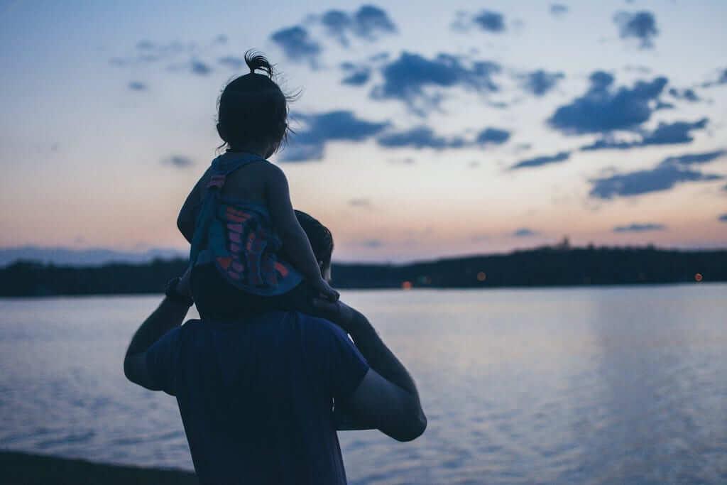 dad daughter sea