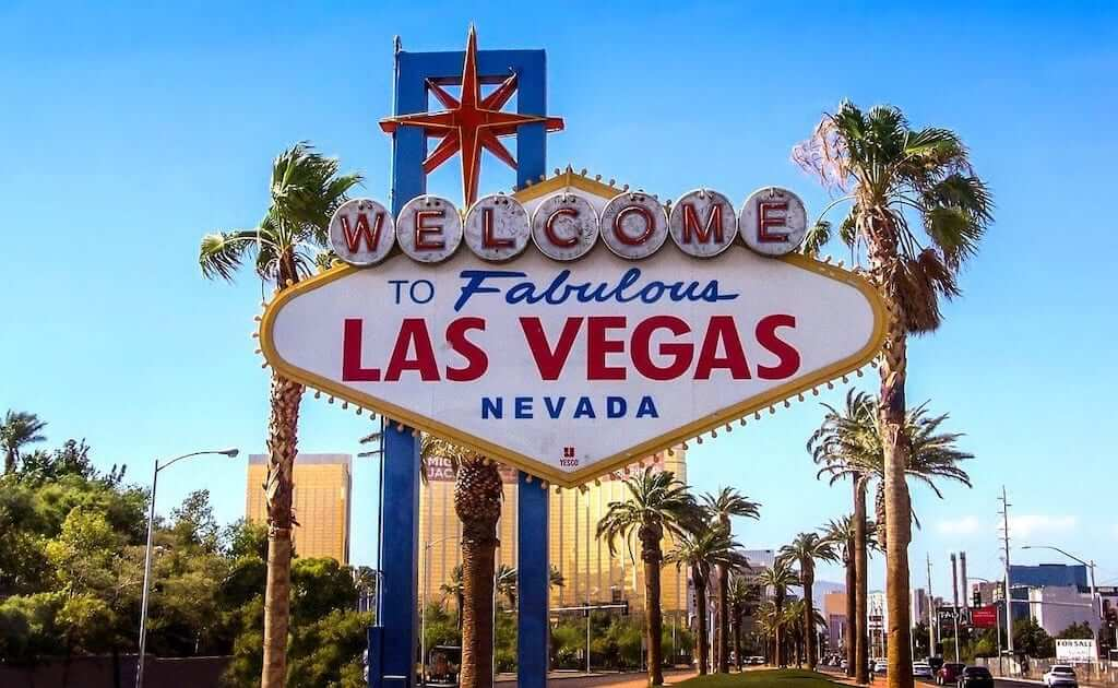 famous welcome to las vegas sign