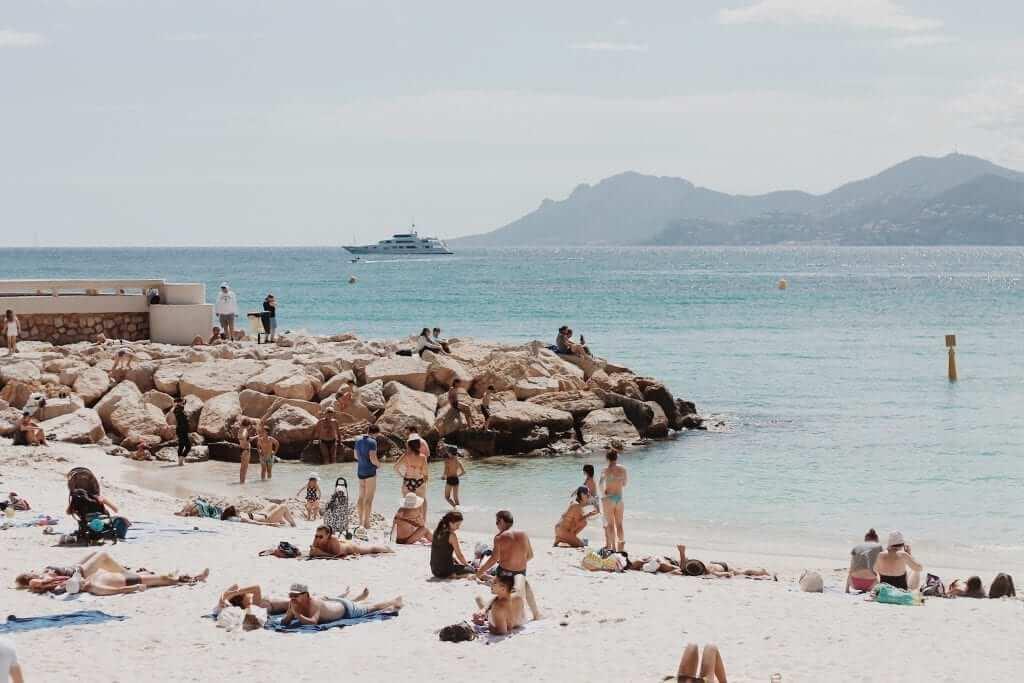 summer crowded beach