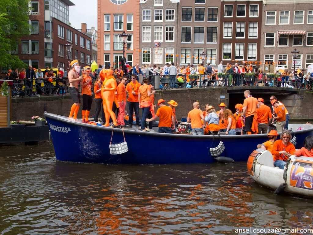 Koningsdag boat