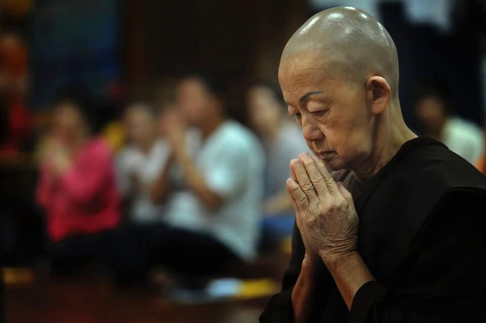 thai praying