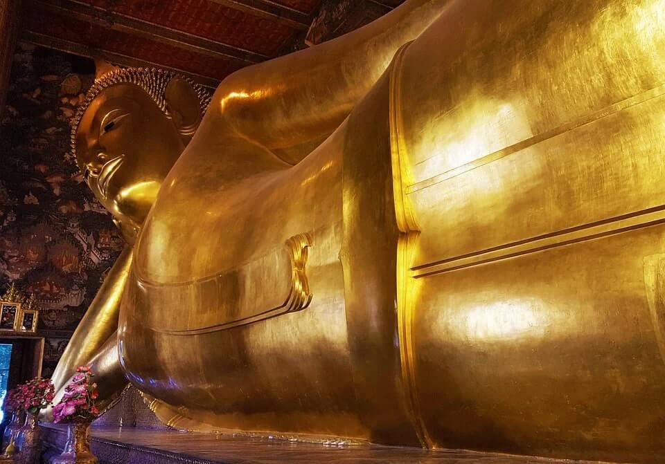 thai reclining buddha