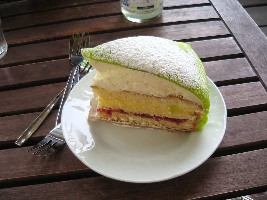 marzipan covered sponge cake, Princesstårta