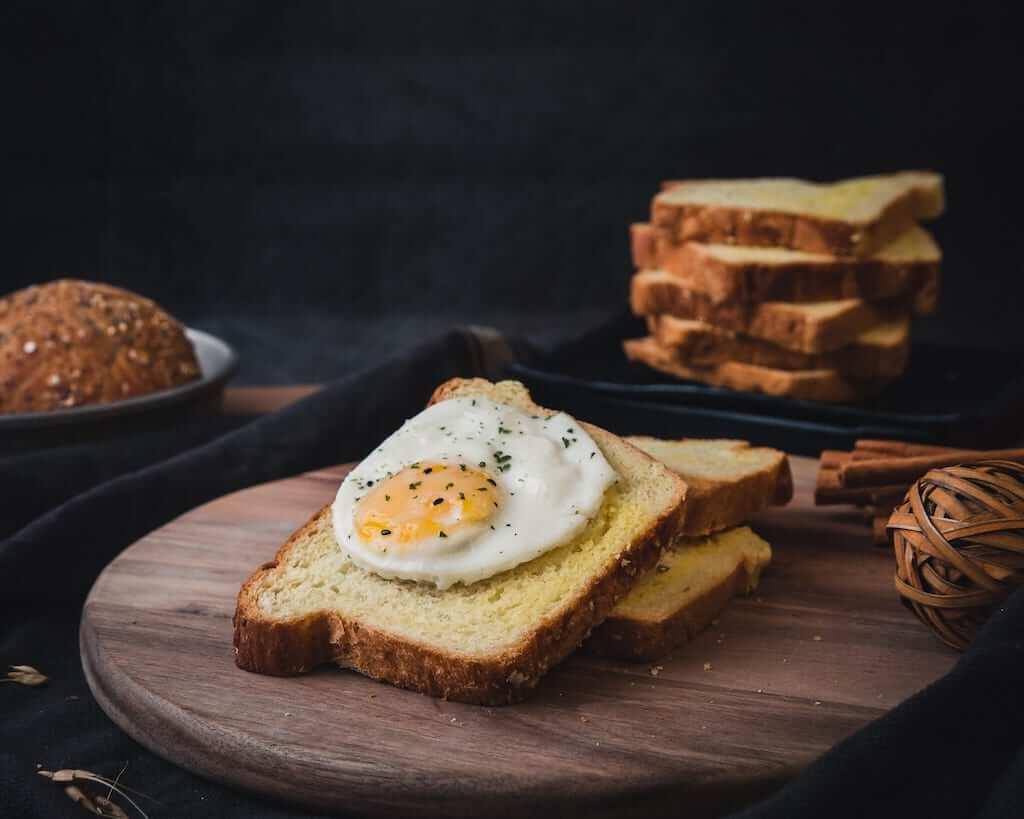 Egg on bread