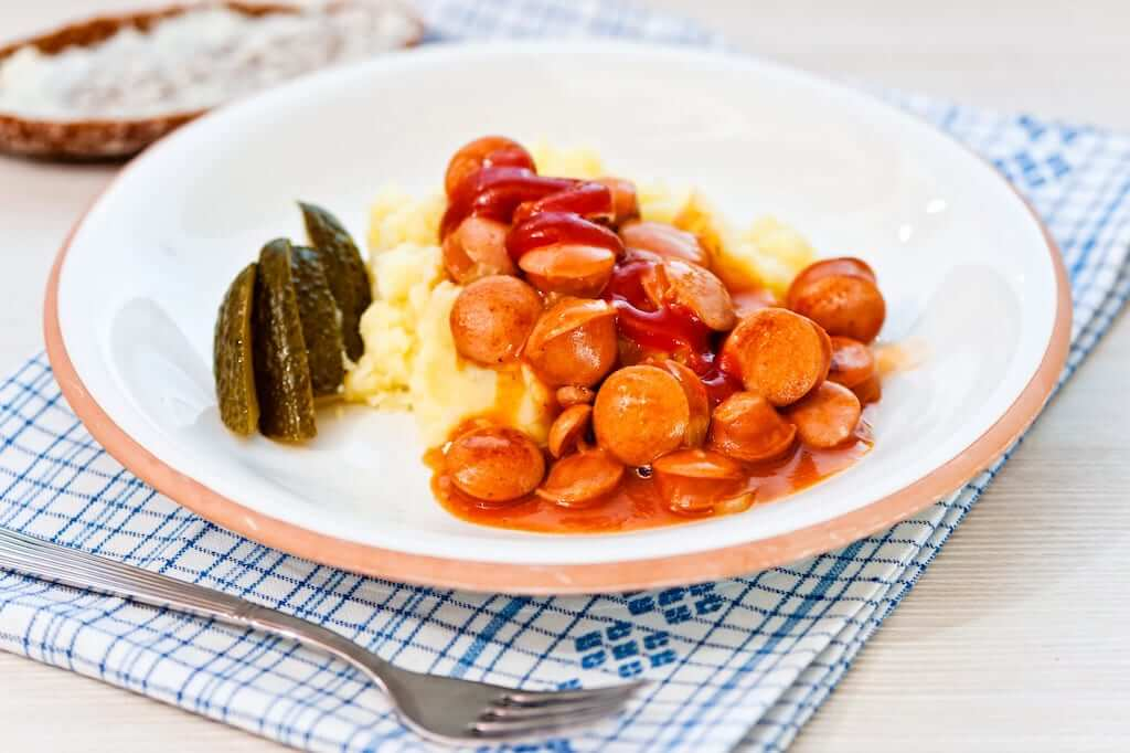 Finnish sausage sauce (nakkikastike)