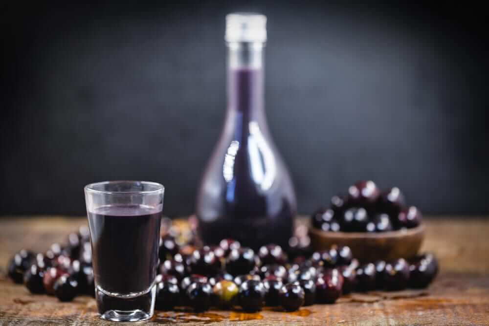 Bottle and glass of Jabuticaba Liqueur