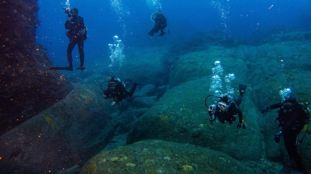 Diving in the Pyramids of Yonaguni Jima