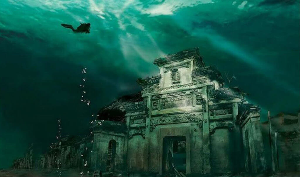 Diving in the underwater city of Shicheng