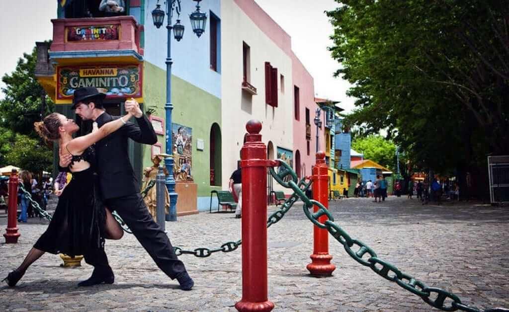 Man and women dancing tango in Argentina