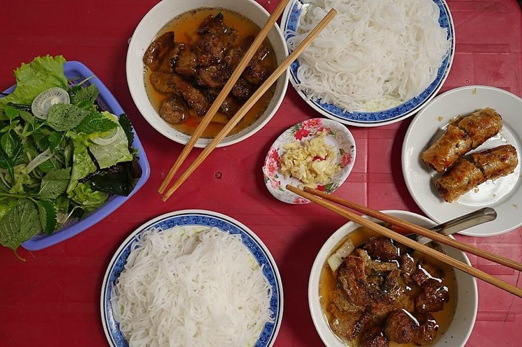 Bún chả (grilled pork and noodles)