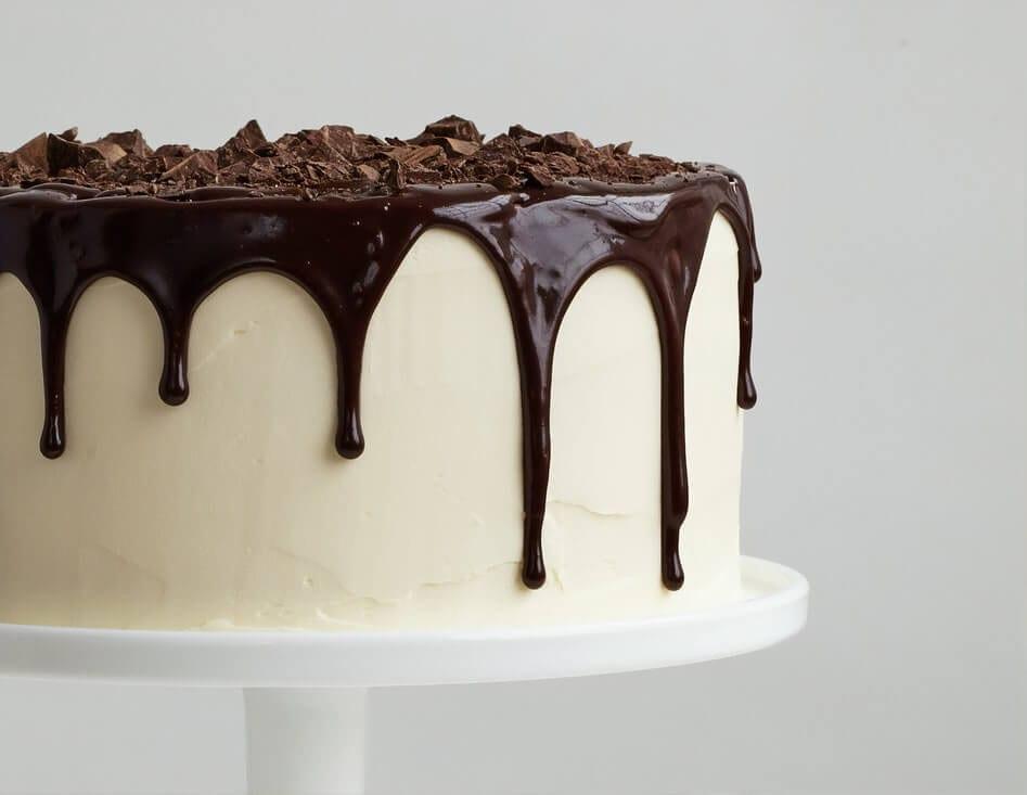 White cake with chocolate sauce