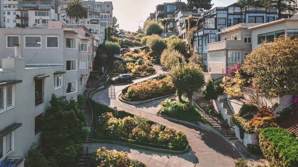 Crooked Lobard Street in San Fran