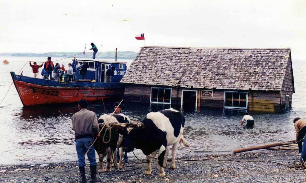 Minga people moving houses in the sea