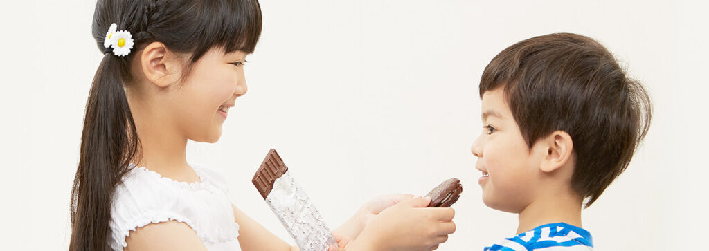 children eating chocolates