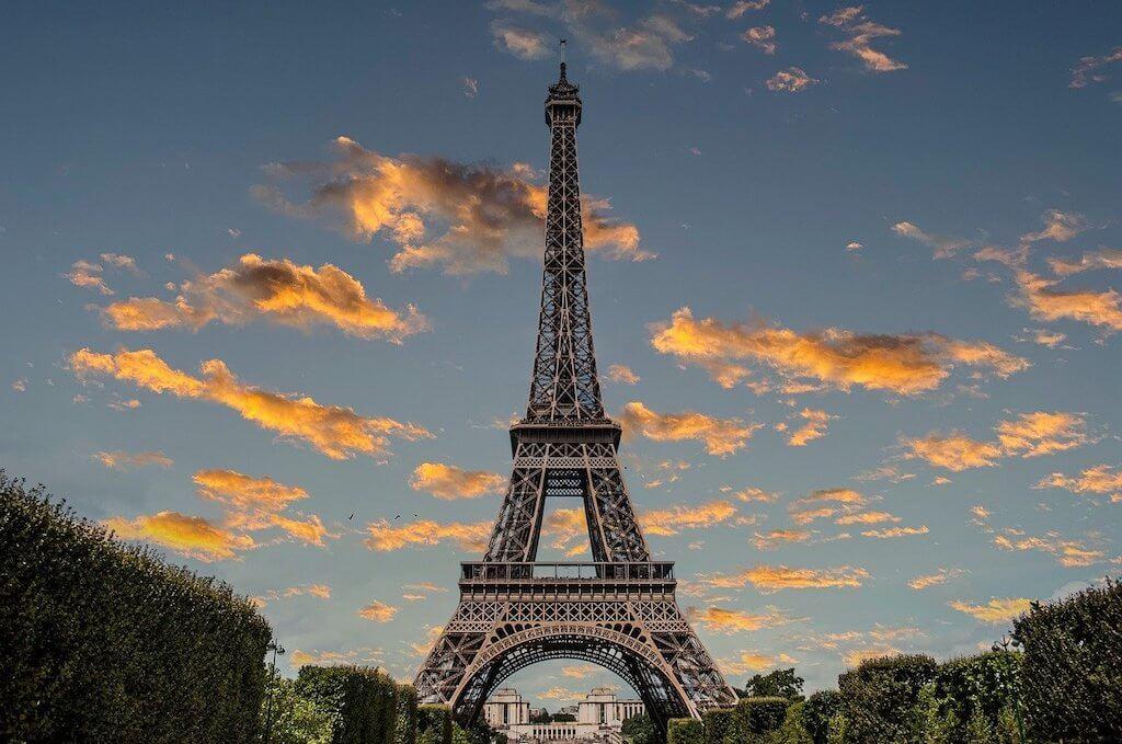 Paris' famous landmark: the Eiffel Tower