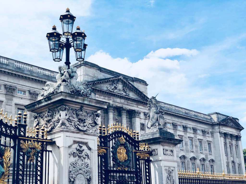 The gate of the buckingham palace