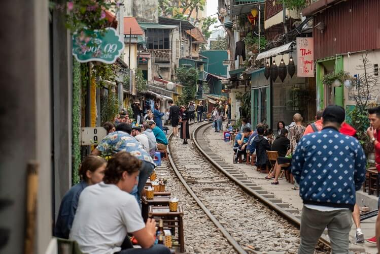 cafes along the railway track in hanoi
