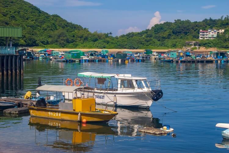 boats that take you to islands around Hong Kong