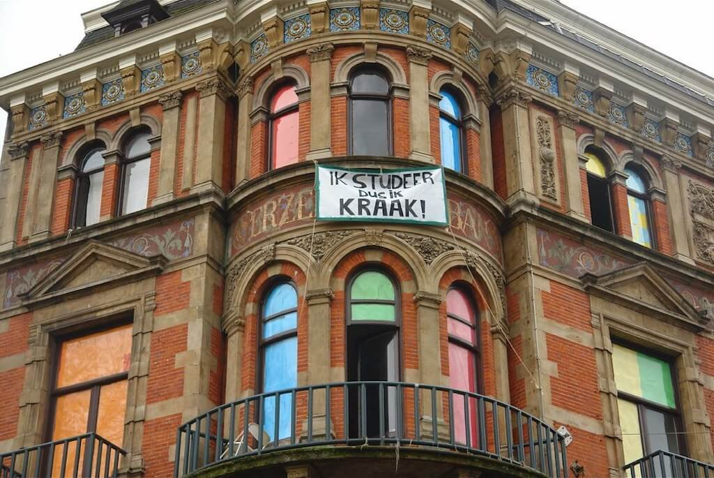 squat sign in amsterdam