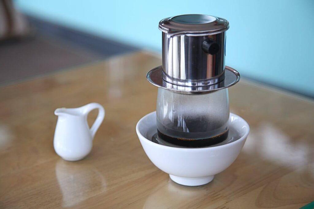 filtering a vietnamese coffee