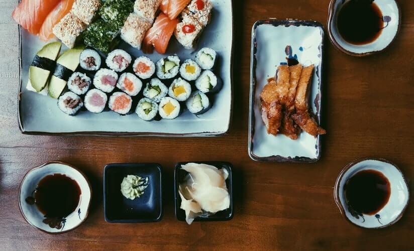 sushi alongside yakumi