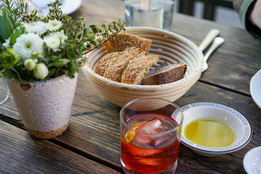 spritz, bread and olive oil