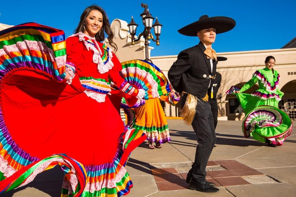 Smiling Mexican dancer